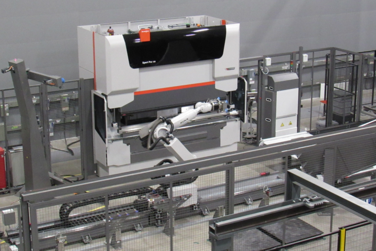 The Xpert Pro Bending Cell provides comprehensive automation from a single source.
